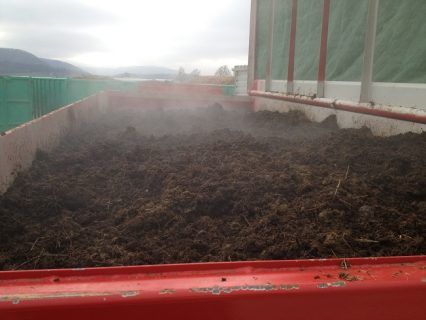 Horse_manure_in_container